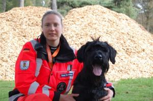 Prüfung bestanden - Diana Hirschner mit Nannook, BRH Rettungshundestaffel Kreis Pinneberg